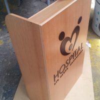podium madera enchapado