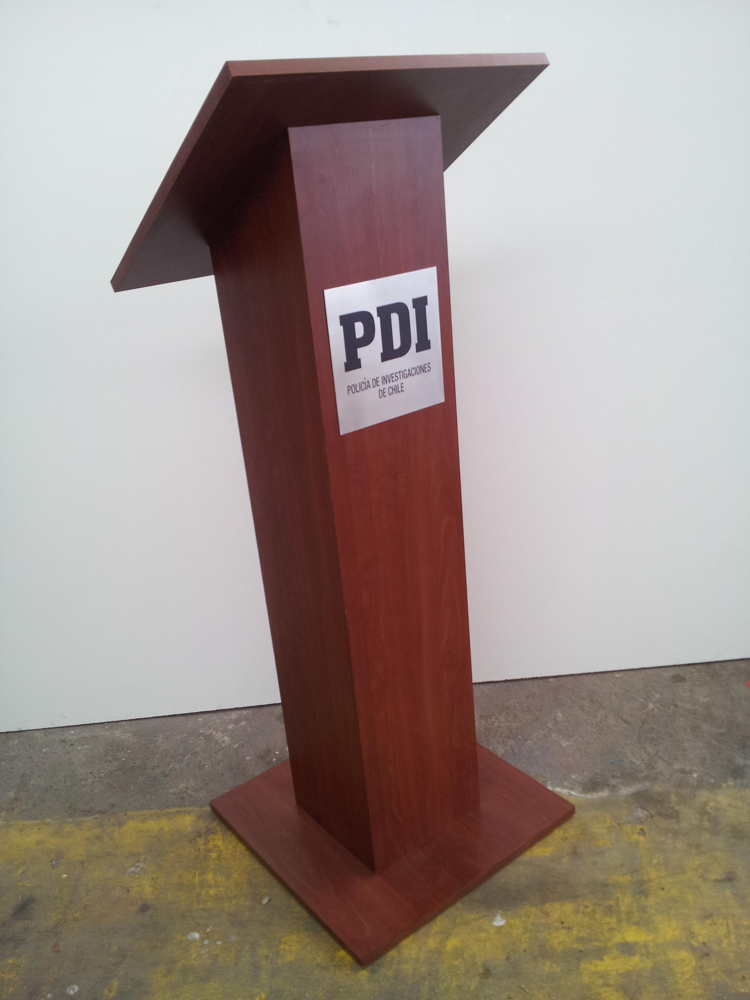 Podium madera enchapado formalita
