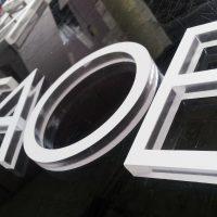 Placa acrilico letras corpóreas corte laser