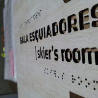 braille sobre terciado corte laser