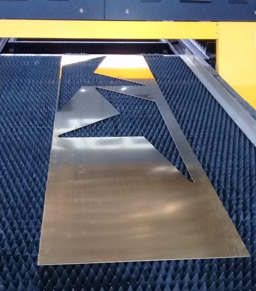 señaleticas bronce 2 mm corte laser fibra