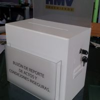 buzon acrilico cod. 318 cenefa 15 cm