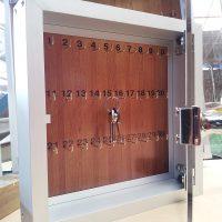 caja porta llaves puerta acrilico abatible y cancamos para colgar