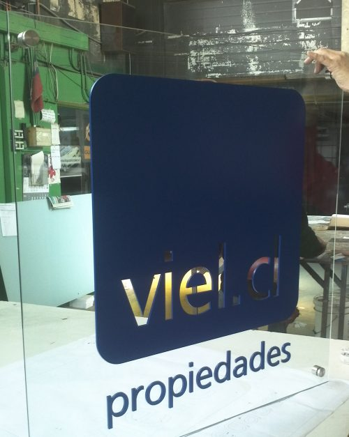cristal 6 mm transparente logo acrilico corporeo corte laser