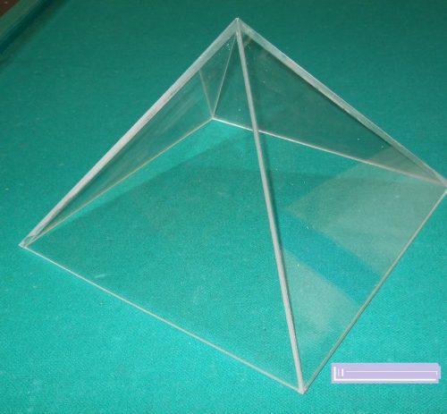 cubre objeto acrilico tipo pirámide