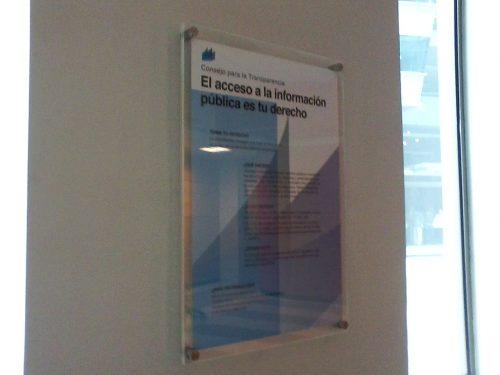 doble acrilico porta afiche con 4 perforaciones
