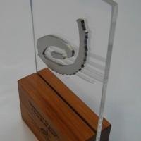 Galvanos acrilico con aplicación de acero inoxidable y metalex