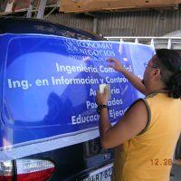 grafica vehicular instalando window vision vidrio trasero