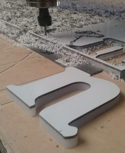letra alucobond acrilico posterior corte router
