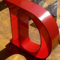 letra borde metal frente acrilico iluminación led hacia el frente