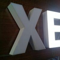 letras volumetricas metalicas frente acrilico iluminación led