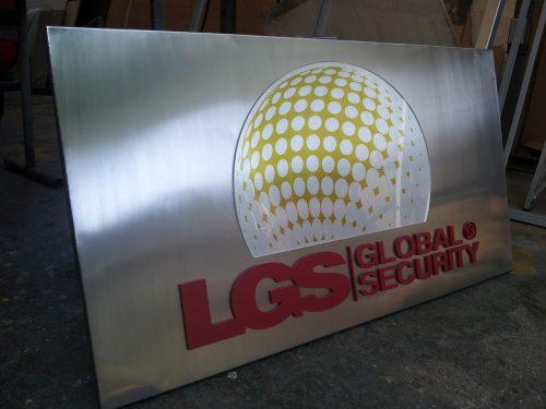 placa acero letras acrilico 6 mm volumen corte laser pintadas y digital