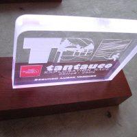 placa galvano acrilico 20 mm grabado laser iluminación led desde el fondo