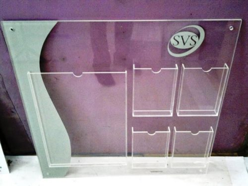 porta catalogo acrilico pared SVS