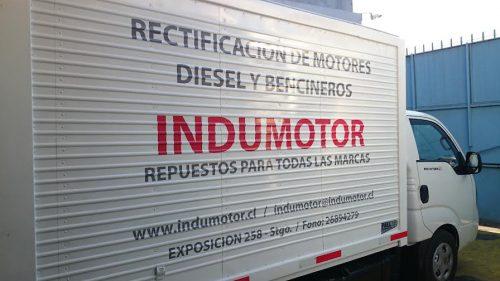rotulacion vehicular en camión con letras ploter