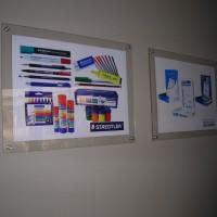 Porta grafica doble acrílico muro