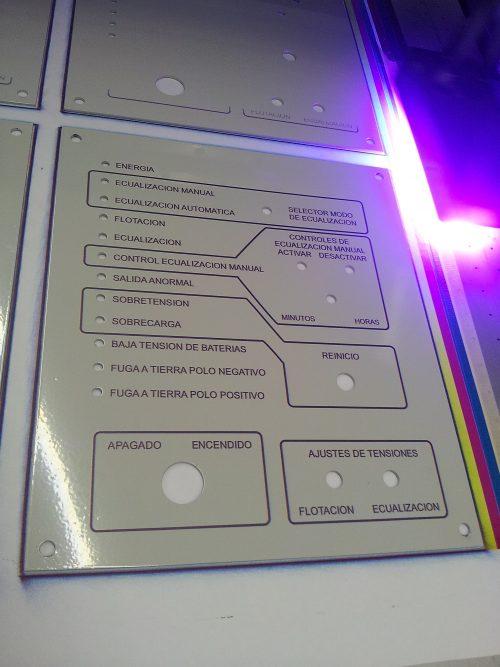 impresion UV sobre placa pintura electostatica