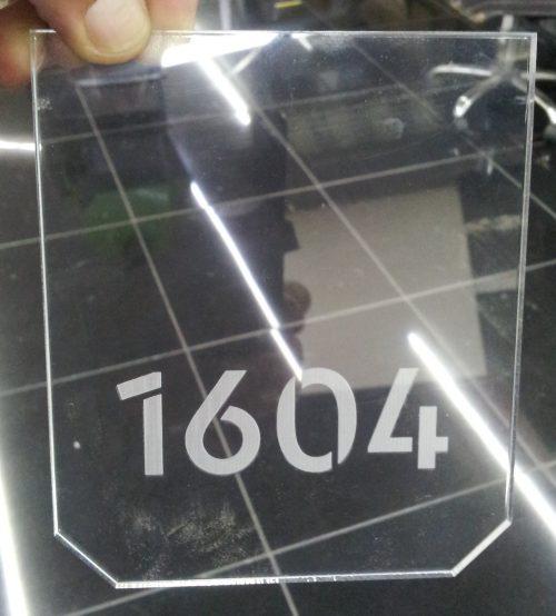 señaletica acrilico transparente impreso UV efecto espejo